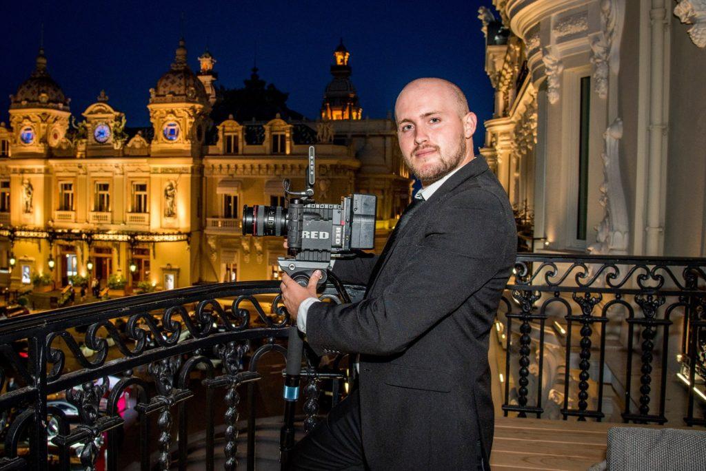 photo d'un cameraman pendant une soirée corporate